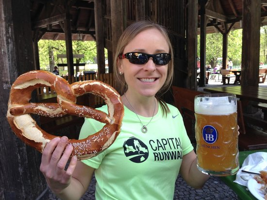 Mike's Bike Tours: Delicious beer and pretzels at the beer garden