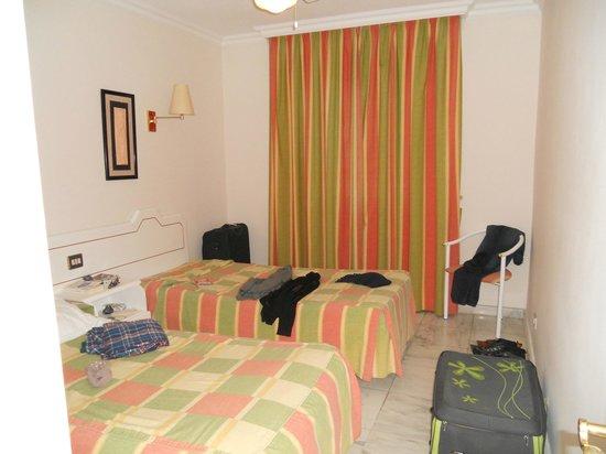 Apartamentos Casablanca: chambre petits lits