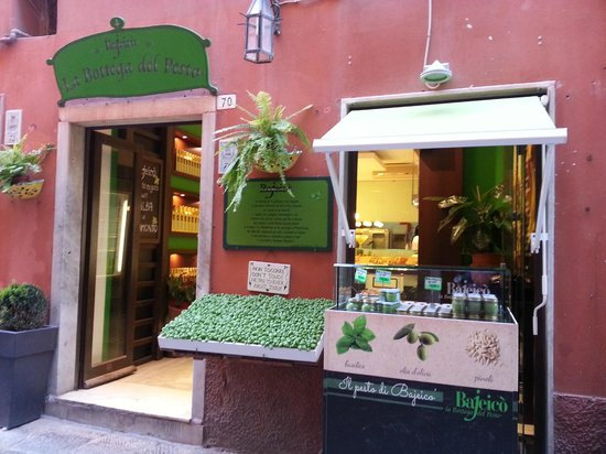 Tuscany Car Tours: shop in Portovenere