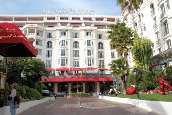 Hôtel Barrière Le Majestic Cannes: Вид на отель