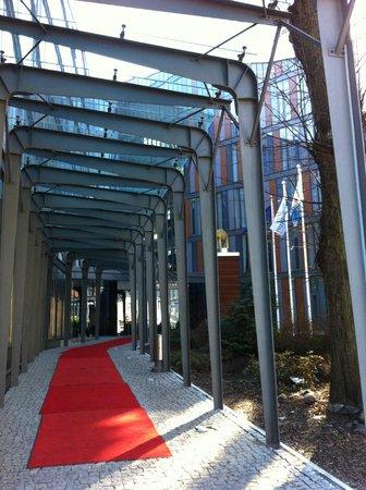 Rixwell Elefant Hotel: Hotel entrance