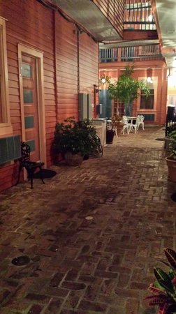 The Frenchmen Hotel: Alley