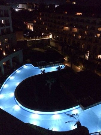Hotel Riu Kaya Palazzo: Pool at night