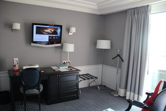 Hotel Barriere Le Majestic Cannes: Номер