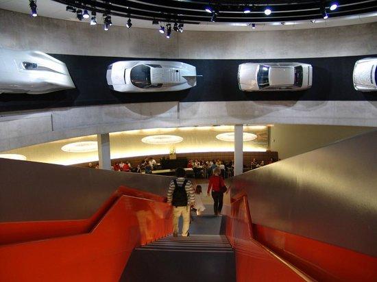 Mercedes-Benz Museum: Ausgang