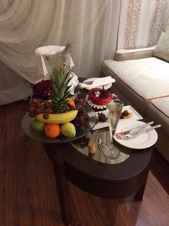 Hotel Riu Kaya Palazzo: Our champagne and cake