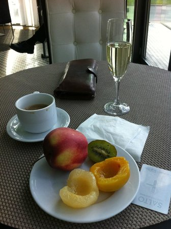 Rixwell Elefant Hotel: Champagne for breakfast