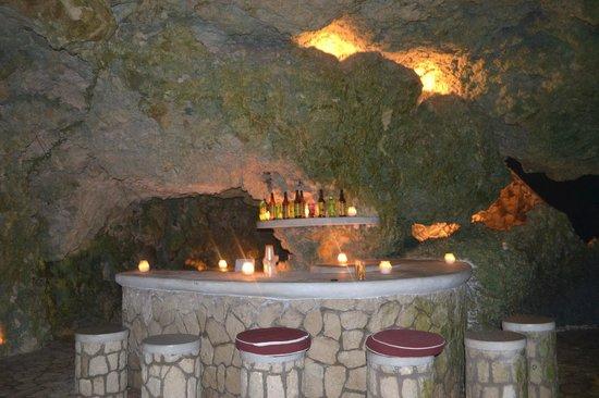 The Caves : Cigar Bar