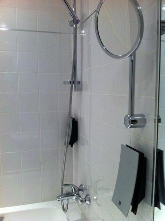 Rixwell Elefant Hotel: Bathroom 218