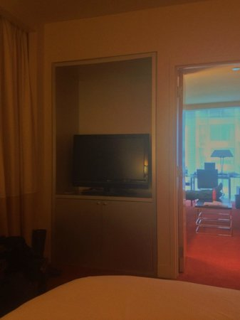 Sofitel Chicago Magnificent Mile: TV in bedroom