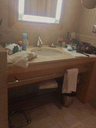 Sofitel Chicago Magnificent Mile: bathroom vanity