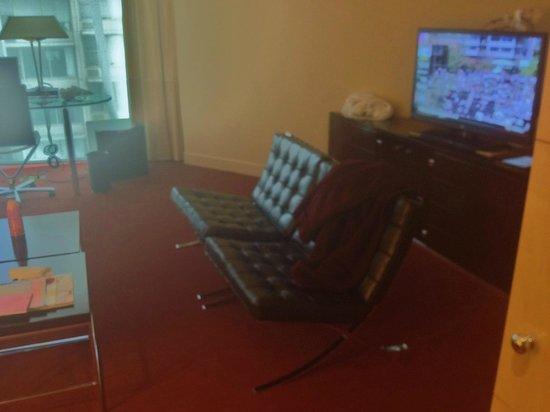 Sofitel Chicago Magnificent Mile: living area of prestige suite