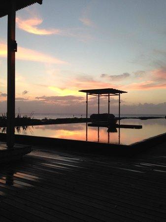 Amanyara : POOLSIDE SUNSET
