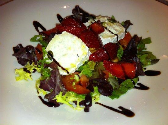 Sibariz Restaurante: Ensalada de queso de cabra con fresas y frutos secos