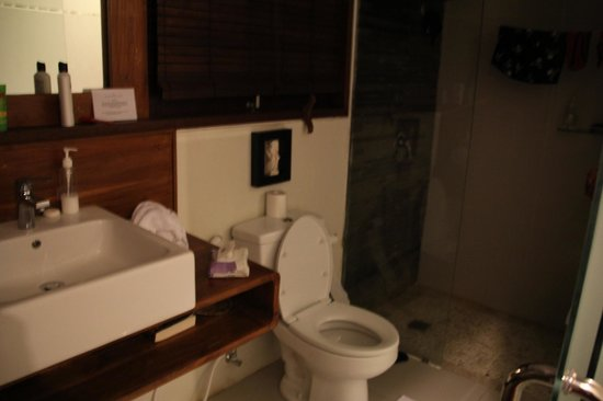 Arana Suite Hotel: Awesome bathroom