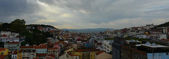Hotel NH Collection Lisboa Liberdade: view of Lisbon from roof terrace
