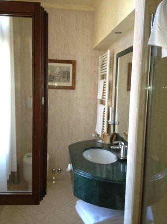 Palazzo Odoni: Good Sized Bathroom