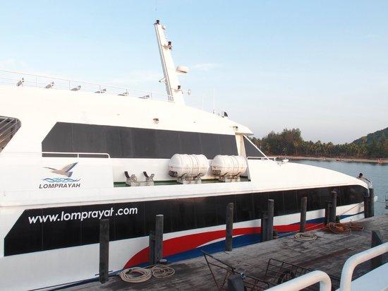 Lomprayah High Speed Catamaran: Boat