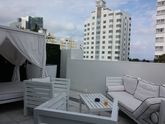Gale South Beach : Collins Avenue terrace of Signature Grande Room 401