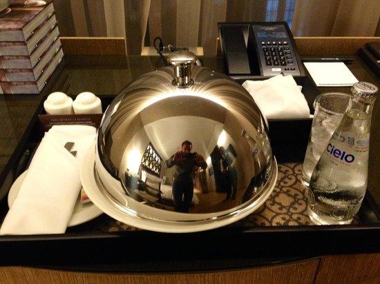Hilton Lima Miraflores: Room Service Presentation