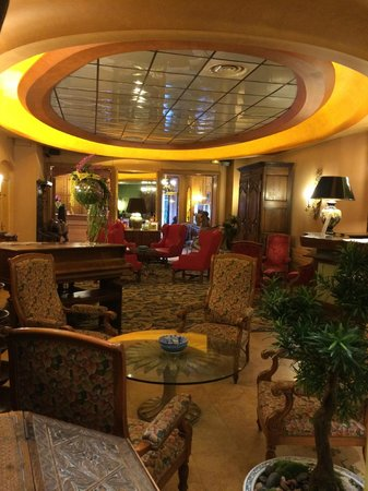Hotel Cecilia Arc De Triomphe: View of lobby/main floor/reception, from the breakfast area