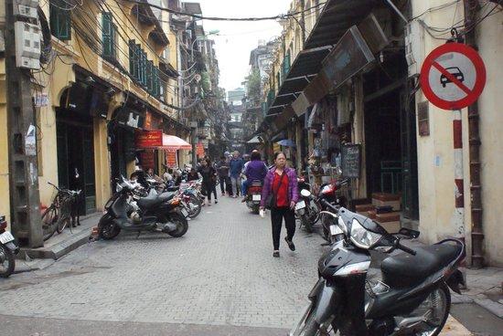 Old Quarter: Tạ Hiện street
