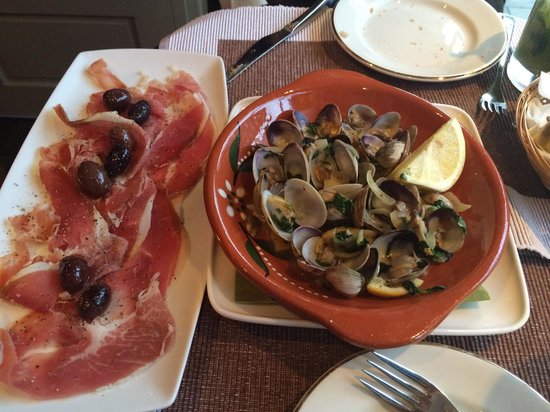 The Square: Clams to die for