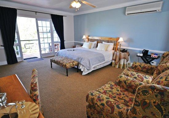 Tsitsikamma Village Inn: Premier Room Interior