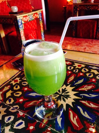 Tajine Elvira: Limonada - hand made (we heard the blender) Lemonade with mint. Fantastic! Better drunk without
