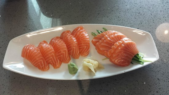Ono's Sushi Bar: salmon sashimi and nirgiri