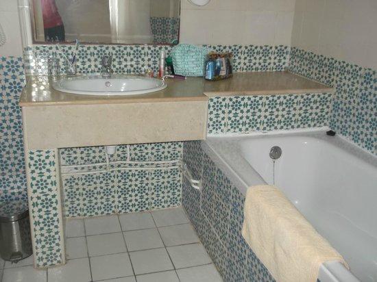 Dar Khayam Hotel: ok bathroom