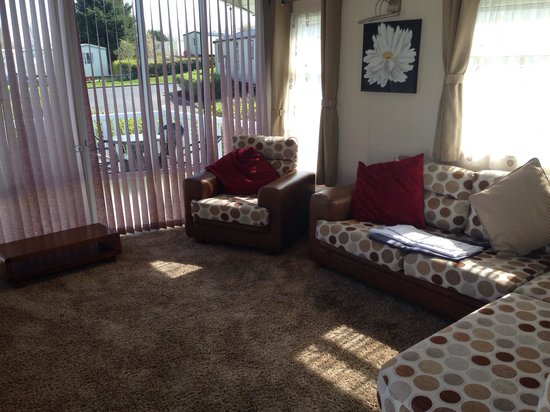 Marton Mere Holiday Park - Haven: Living room in platinum