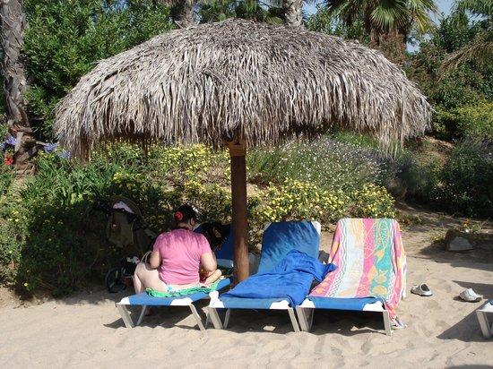 PortAventura Park: et oui du vrai sable et parasol en palmier