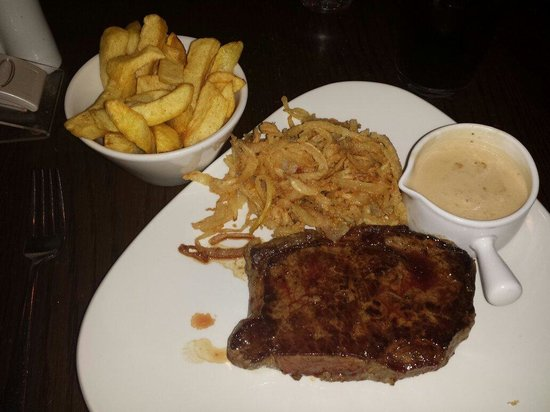 moes grill: Serloin steak with chips and tabacco onions, mmmmmmm