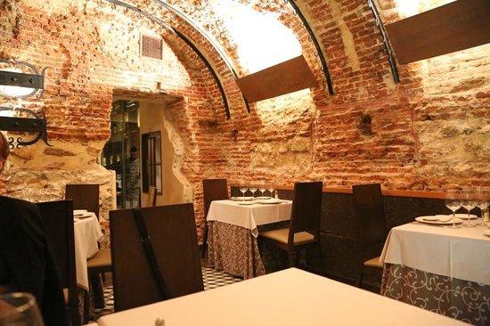 Meson Restaurante La Mi Venta : cave