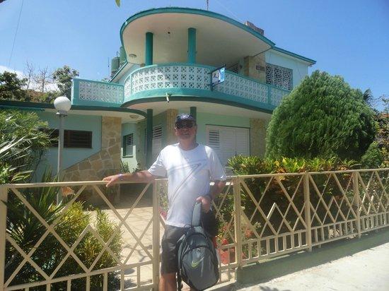 Casa de Betty and Jorge: Frente a la casa