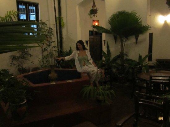 Dhow Palace Hotel : Порадовал фонтан