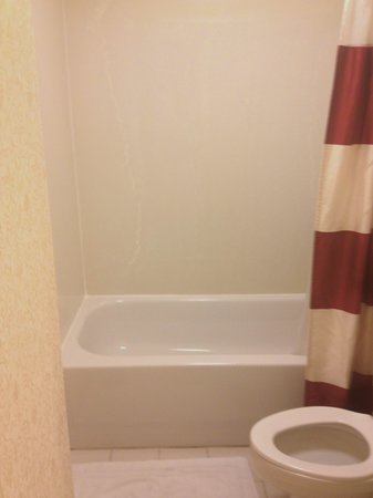 Residence Inn Cleveland Downtown: bathroom downstairs