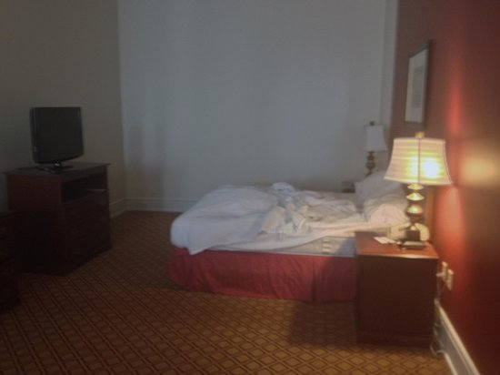 Residence Inn Cleveland Downtown : king bedroom upstairs