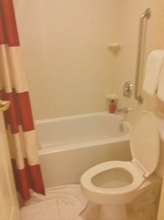 Residence Inn Cleveland Downtown: 2nd bathroom upstairs