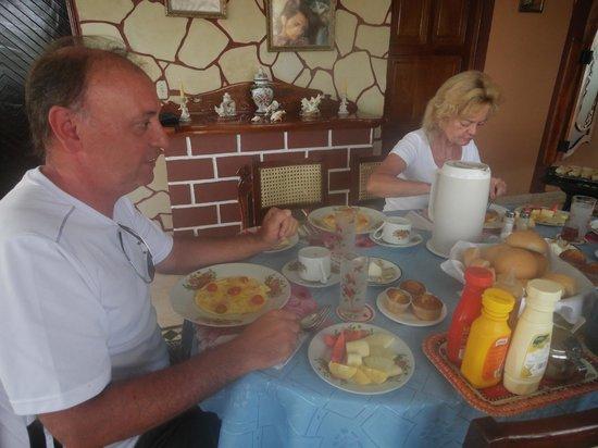 Casa de Betty and Jorge: En el comedor desayunando junta a turistas alemanes