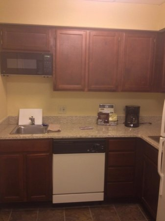Residence Inn Cleveland Downtown : kitchen