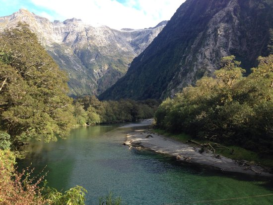 Milford Track : Crossing Arthur River.