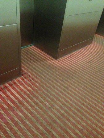 Eurostars Thalia Hotel: Dirty Corridors