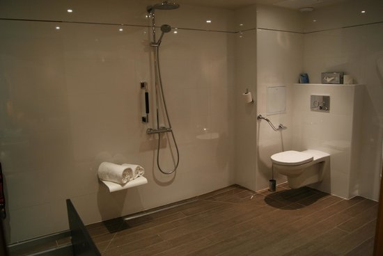 Mercure Cannes Croisette Beach: Bathroom