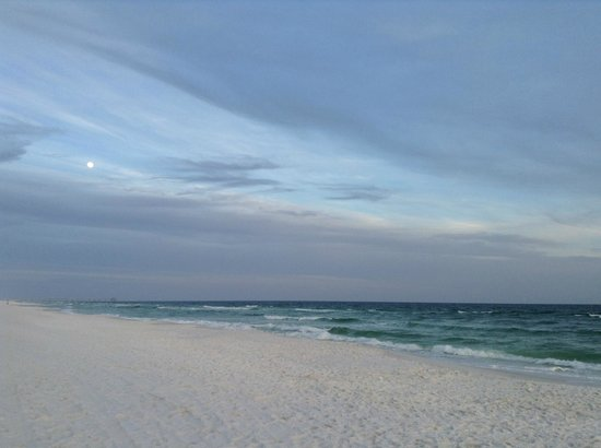 Wyndham Garden Fort Walton Beach Destin : moon
