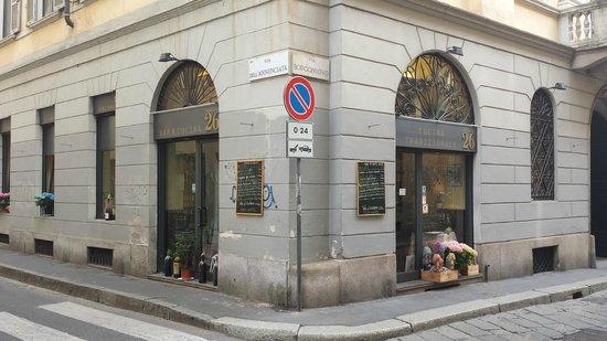 Borgonuovo 26