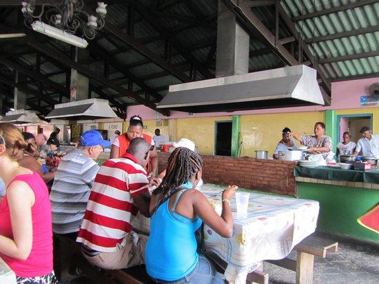 Plaza Bieu: View towards the kitchen