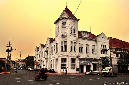 Surabaya, Indonesia: a corner in Pemuda Street.