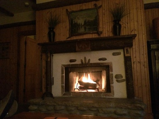 The Lodge at Buckberry Creek: We sat by the fireplace for 3 hours on our last night.
